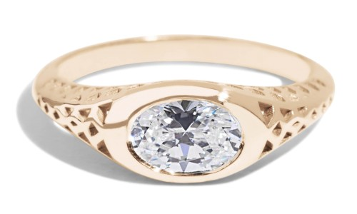 Filigree Diamond Oval Ring in 14kt Yellow Gold