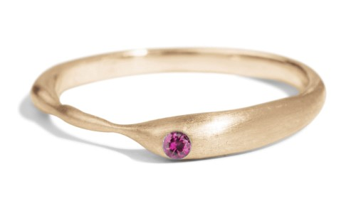 Reticulated One Fuchsia Sapphire Band in 14kt Yellow Gold