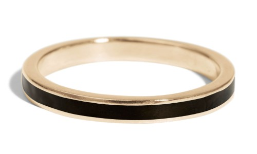 Senna Narrow Band with Black Enamel in 18kt Yellow Gold
